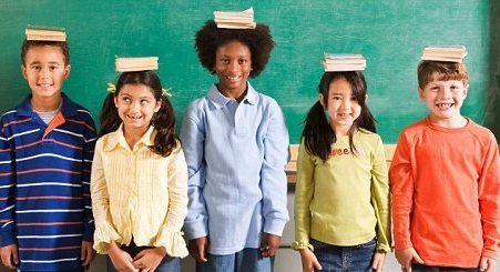 книги на голове у детей