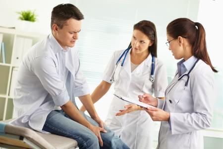 у пациента болит нога