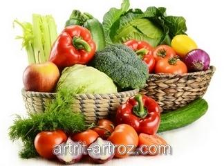 набор овощей в корзинах