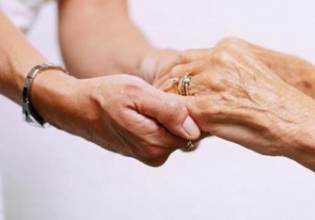 рукопожатие двумя руками